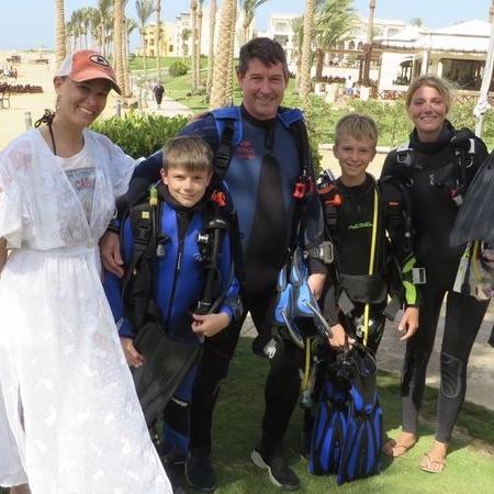 30 Dives Family